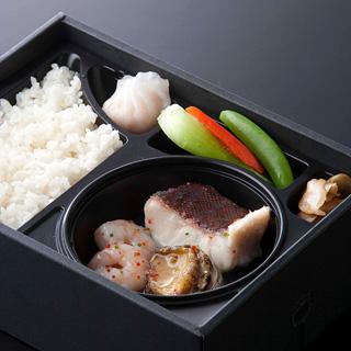 アワビと魚介の中華弁当